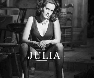 Julia - Cía Paloma Mejía